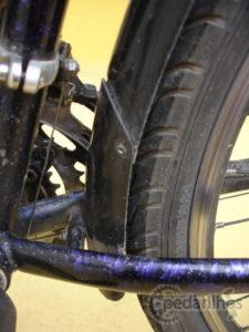Foto 2 - Detalhe no tamanho do para lama de plástico traseiro