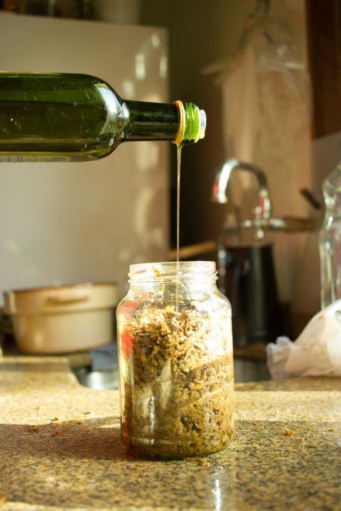 Colocando Azeite de Oliva
