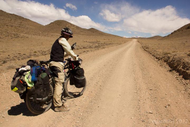 Subida da Pré Cordilheira e encontro com os picos nevados dos Andes
