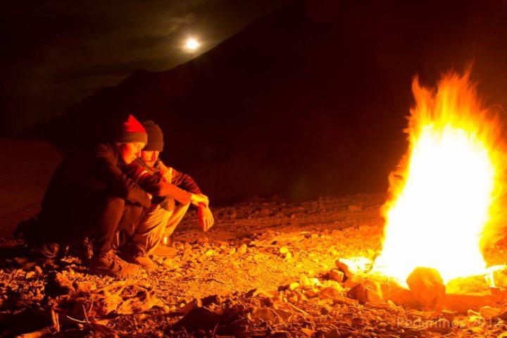 Fogueira e noite de lua cheia