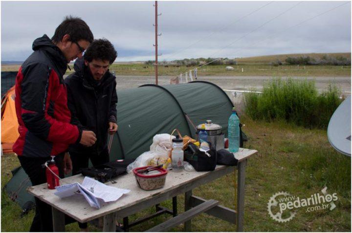 Qual fogareiro de camping usar ?  Fogareiro a gás