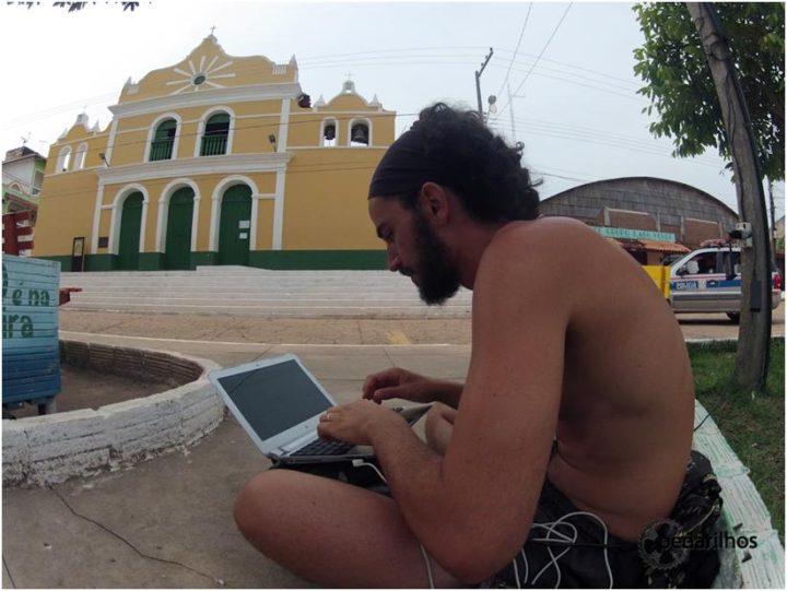 Trabalhando na praça, wifi grátis
