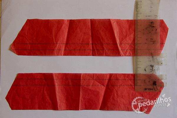 Saco Estanque para Eletrônicos e Mapas e Celulares : Marcação de 1cm e 2cm na borda do papel de seda para guiar onde será passado o ferro e feita a selagem.