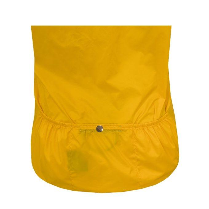 O Corta Vento Shelter Bike conta com três bolsos na parte traseira, ideal para guardar carteira, documentos e objetos pessoais em geral.