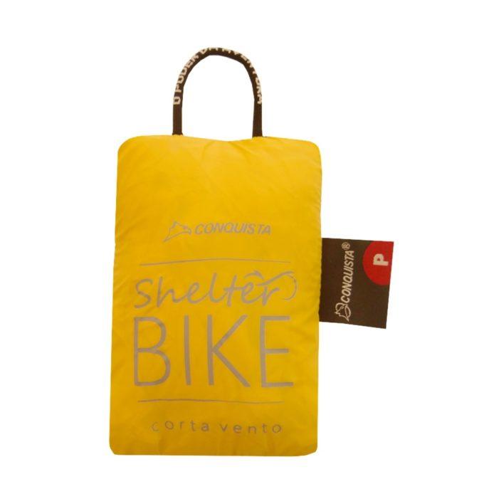 """Um dos bolsos possui velcro, onde o corta vento poderá ser guardado, transformando-se em uma """"bolsinha"""", compactando-o para transporte. Assim estará sempre à mão"""