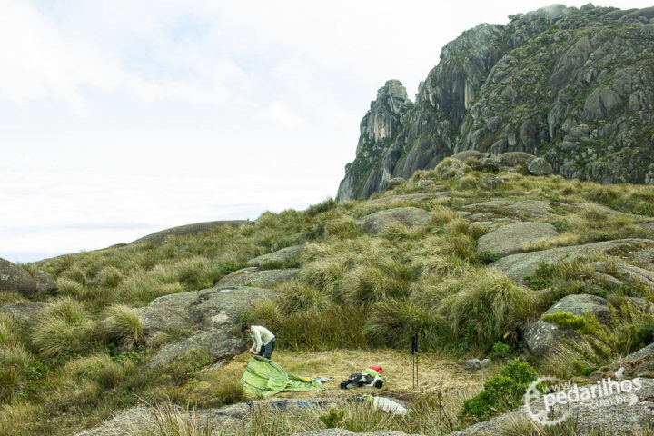 Acampamento base do Itaguaré, fim de tarde como poucos, com tempo limpo.