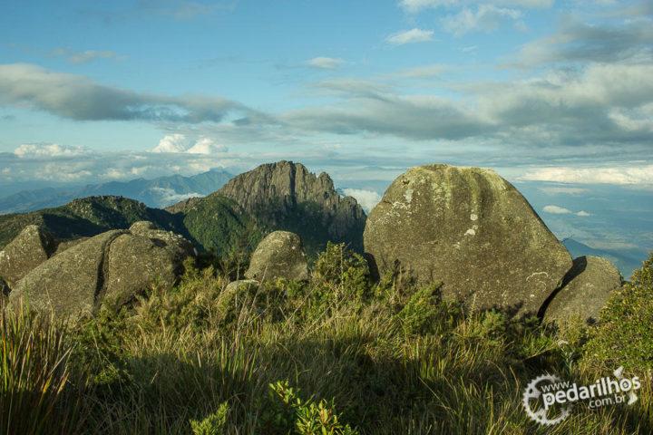 Itaguaré ao fundo, vista desde proximidades do acampamento após Pedra Redonda.