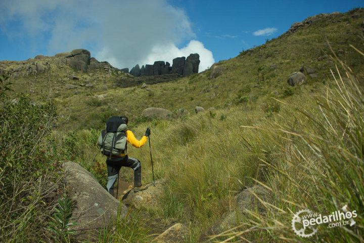 Detour: saindo da trilha da travessia para ir até a base do Prateleiras