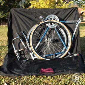 Mala-Bike Alpamayo aberta - A bicicleta deve ser posicionada de ponta cabeça