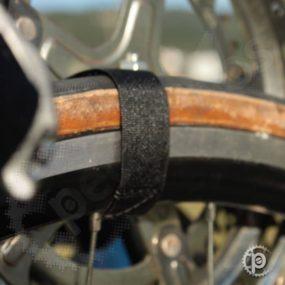 Velcros para fixação das rodas e guidon